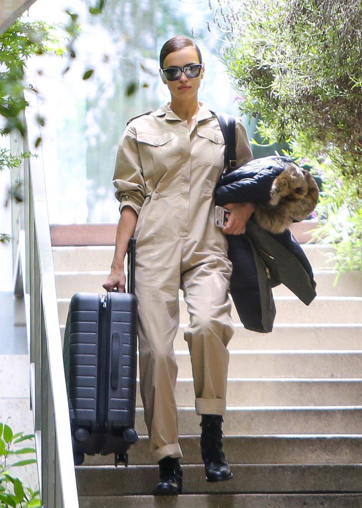 Irina Shayk z walizką