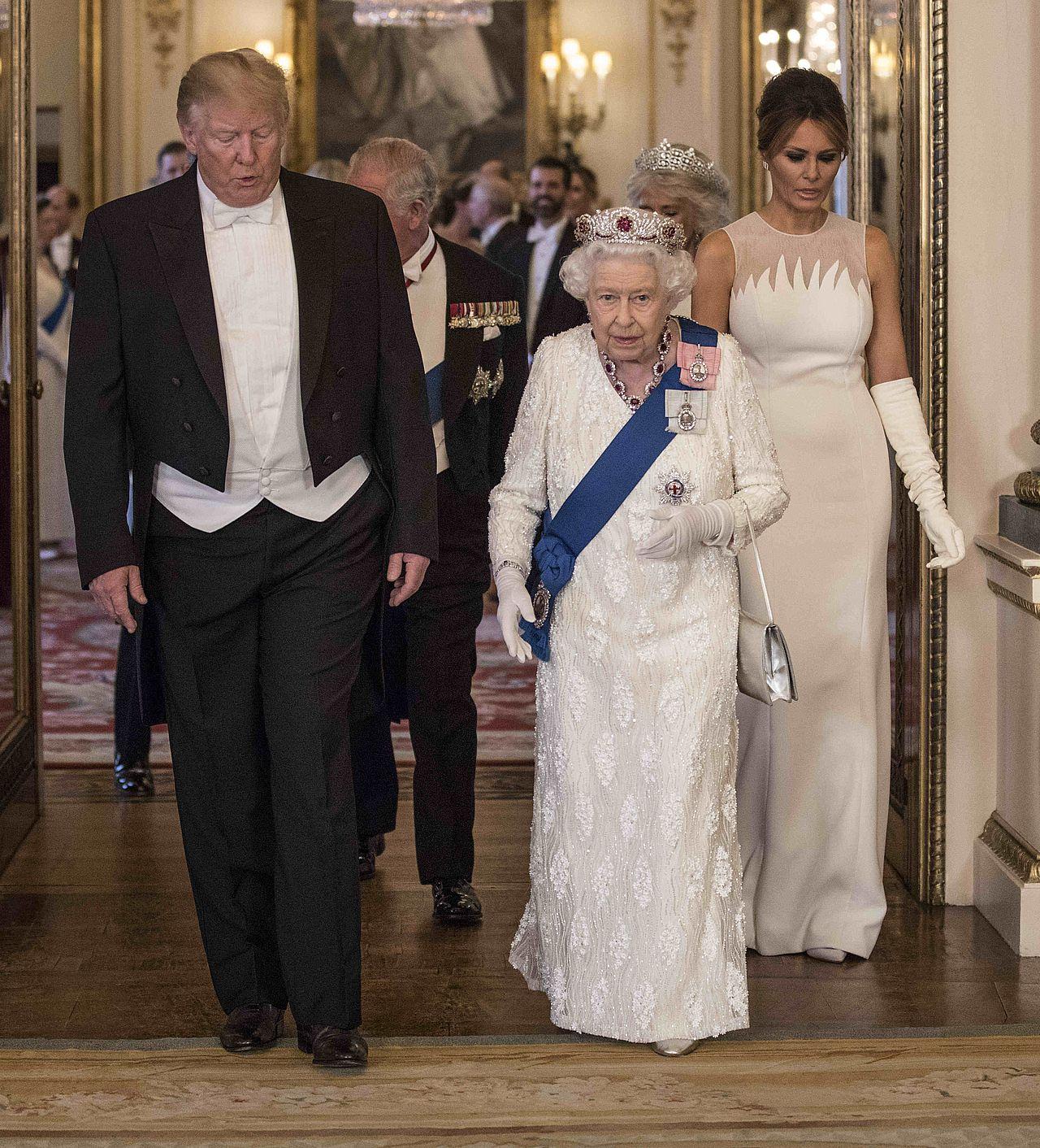 Księżna Kate i Melania Trump w BIAŁYCH sukniach na bankiecie