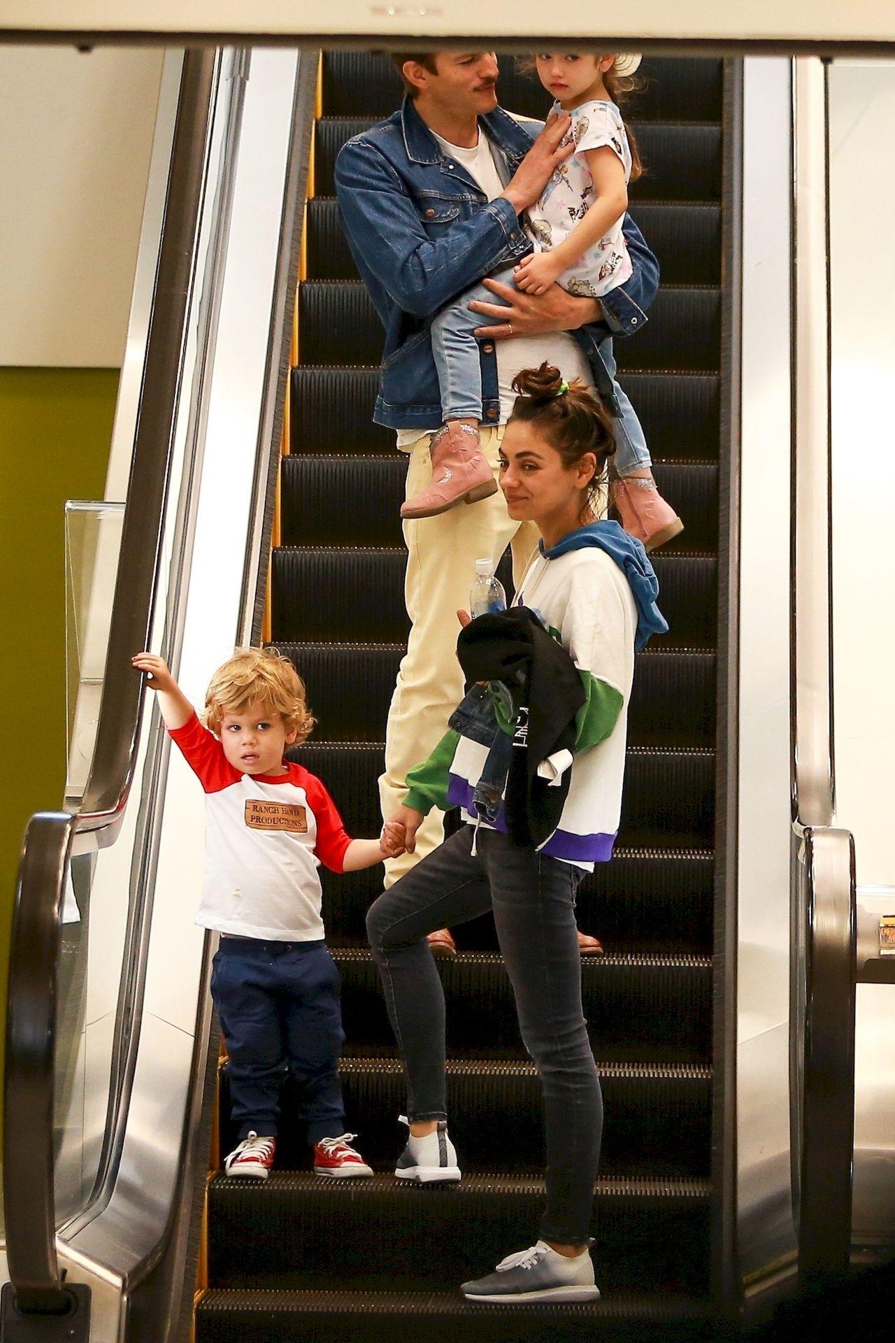 Ashton Kutcher i Mila Kunis z dziećmi