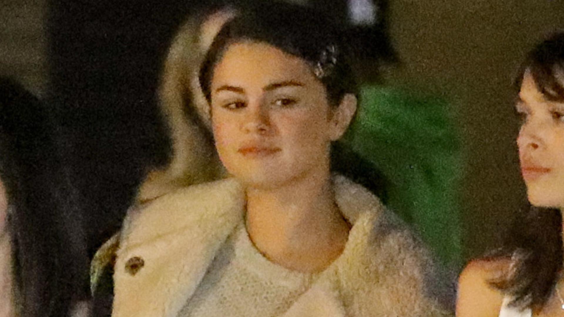 Selena Gomez w kurtce z owczej skóry (ZDJĘCIA)