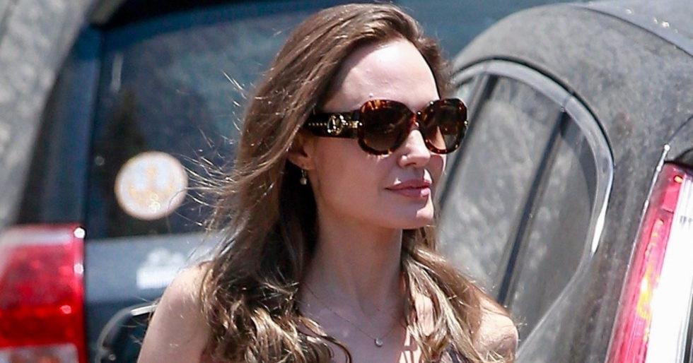 Angelina Jolie w czarnym topie