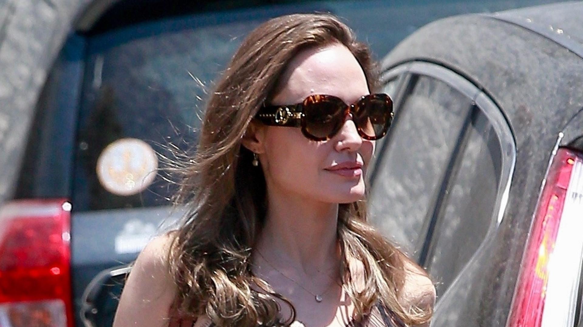 Angelina Jolie w seksownym topie – już dawno nie nosiła TAKICH ubrań (ZDJĘCIA)