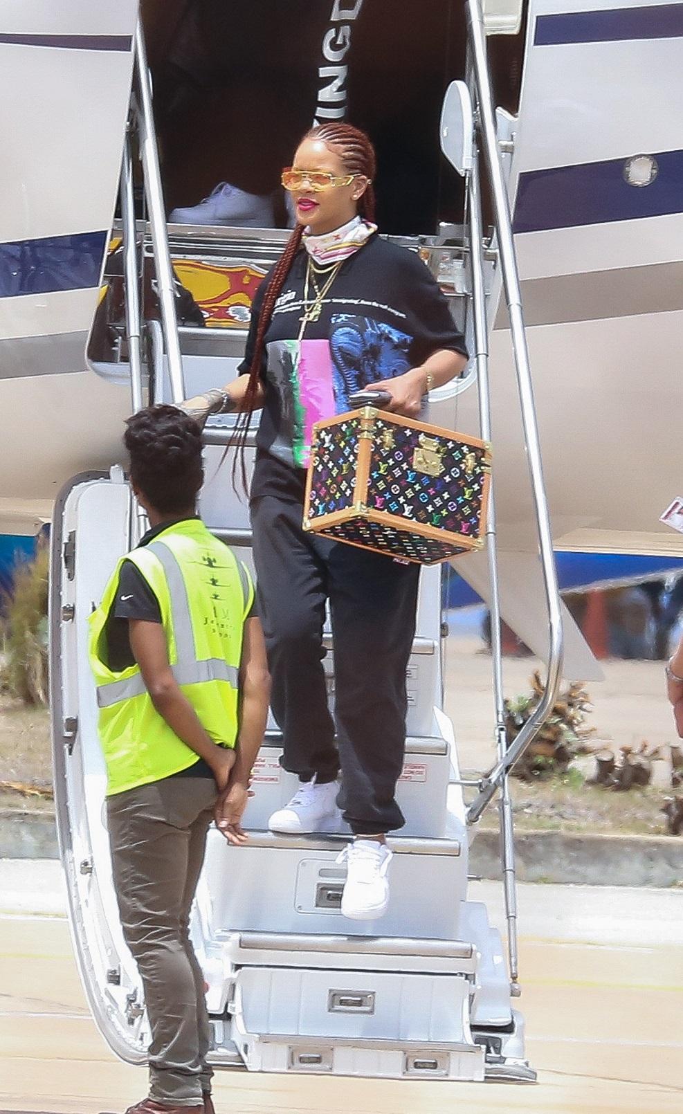 Rihanna przyleciała do rodzinnego miasta – Barbados. W piękny sposób upamiętniła Dzień Niepodległości