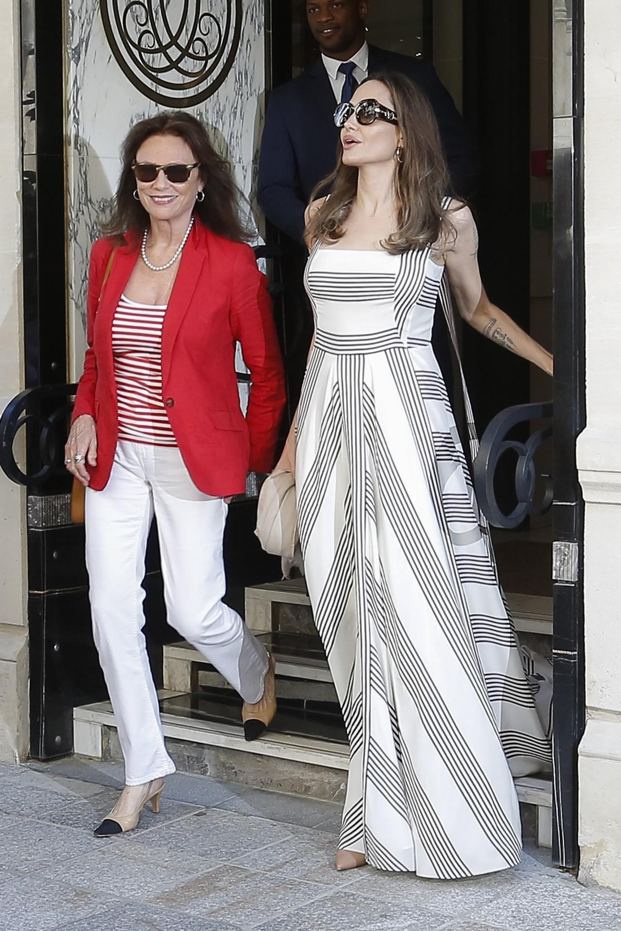 Angelina Jolie w długiej, letniej sukience w Paryżu