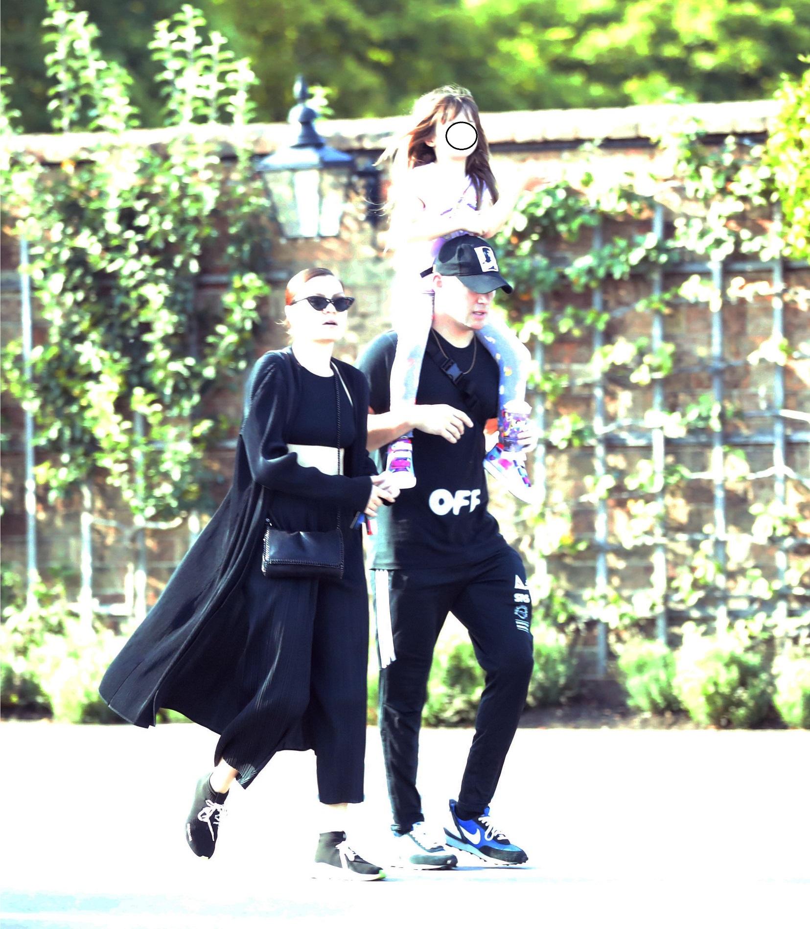 Jessie J i Channing Tatum z córką na wycieczce. Przyjechali DROGIM SUV-em