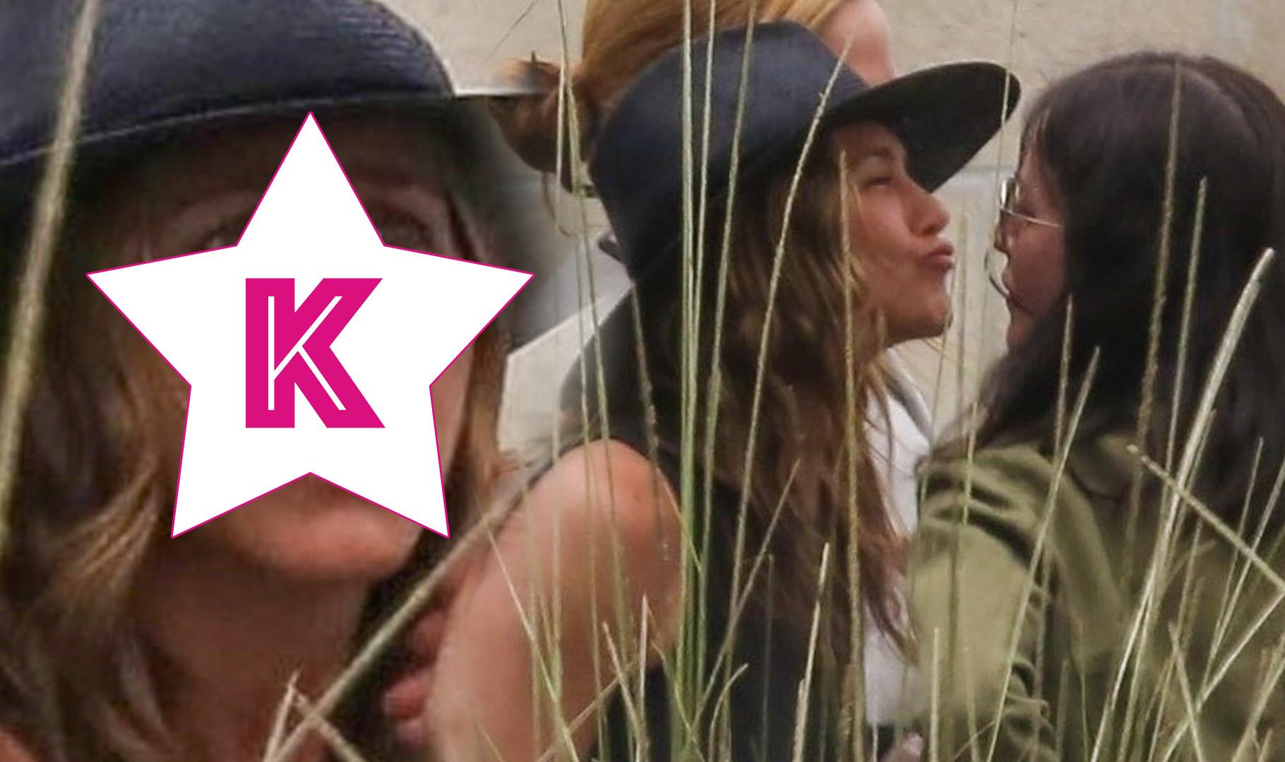 Jennifer Aniston bez makijażu! Żegna się z Courtney Cox (ZDJĘCIA)