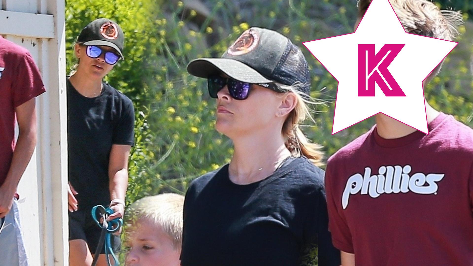 Reese Witherspoon na rodzinnej wycieczce z synami. Najstarszy jest bardzo do niej podobny! (ZDJĘCIA)