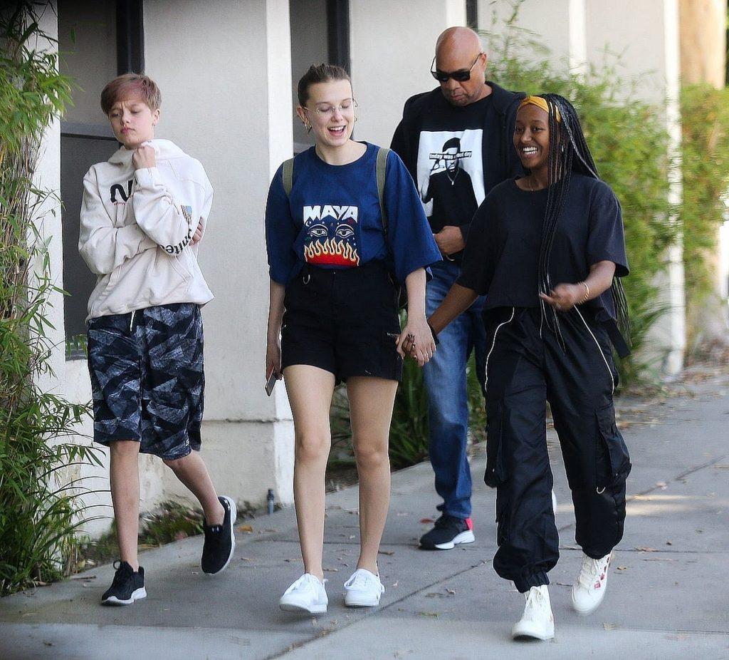 Shiloh Jolie Pitt, Zahara Jolie Pitt i Millie Bobby Brown