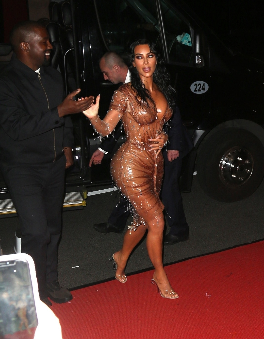 Kim Kardashian and Kanye West return to their hotel after the Met Gala Kim Kardashian, Kanye West