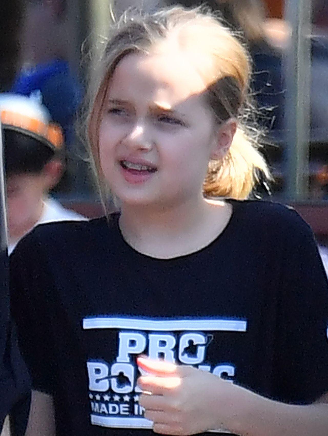 Angelina Jolie z czwórką dzieci w Disneylandzie – widać, kto jest jej oczkiem w głowie (ZDJĘCIA)