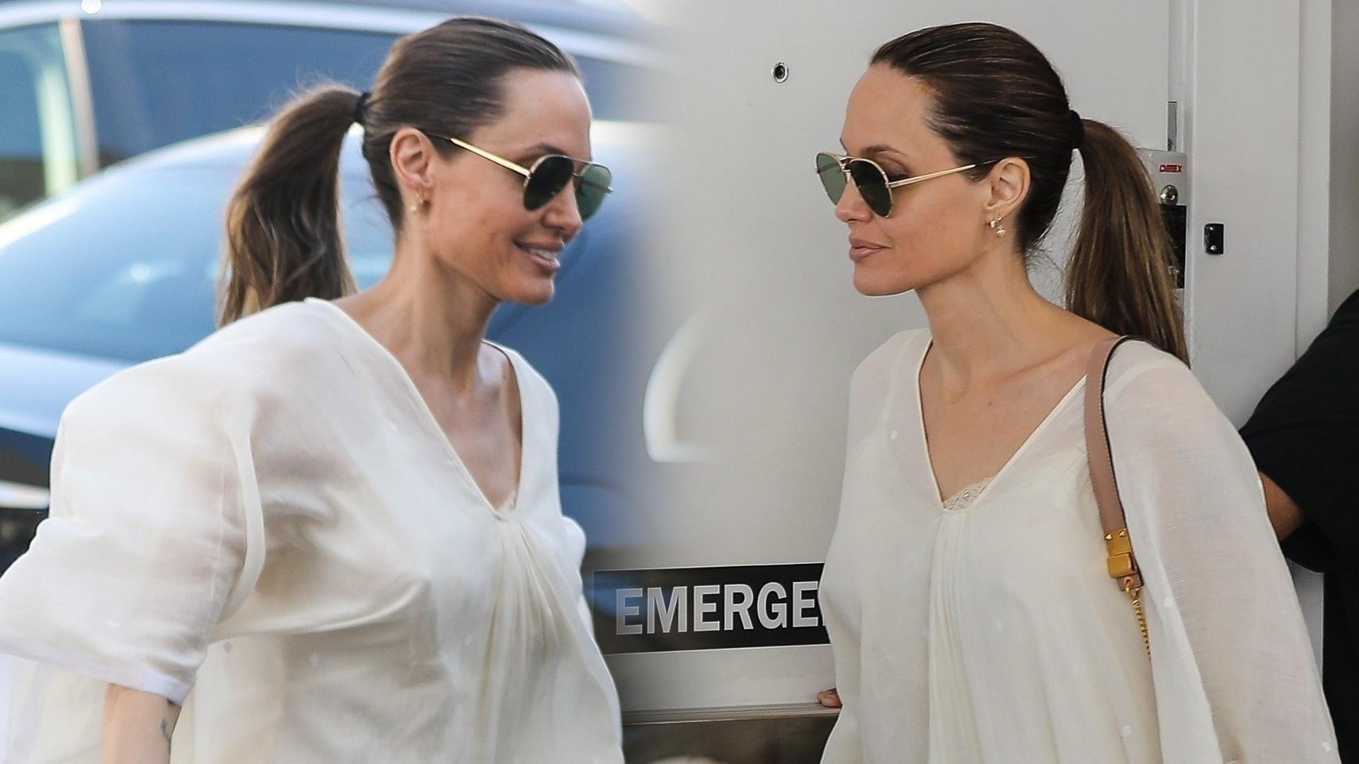 Bardzo chuda Angelina Jolie robi zakupy w biegu