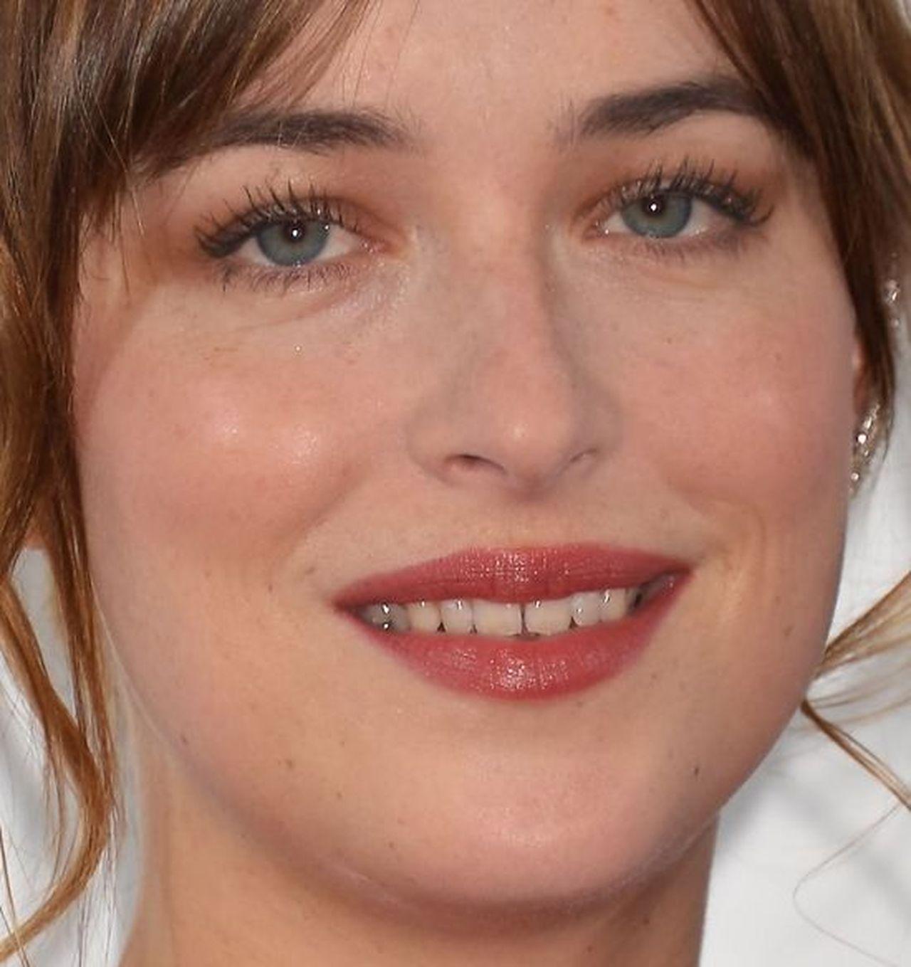 Dakota Johnson zrobiła sobie LICÓWKI – nie ma już swojego charakterystycznego uśmiechu