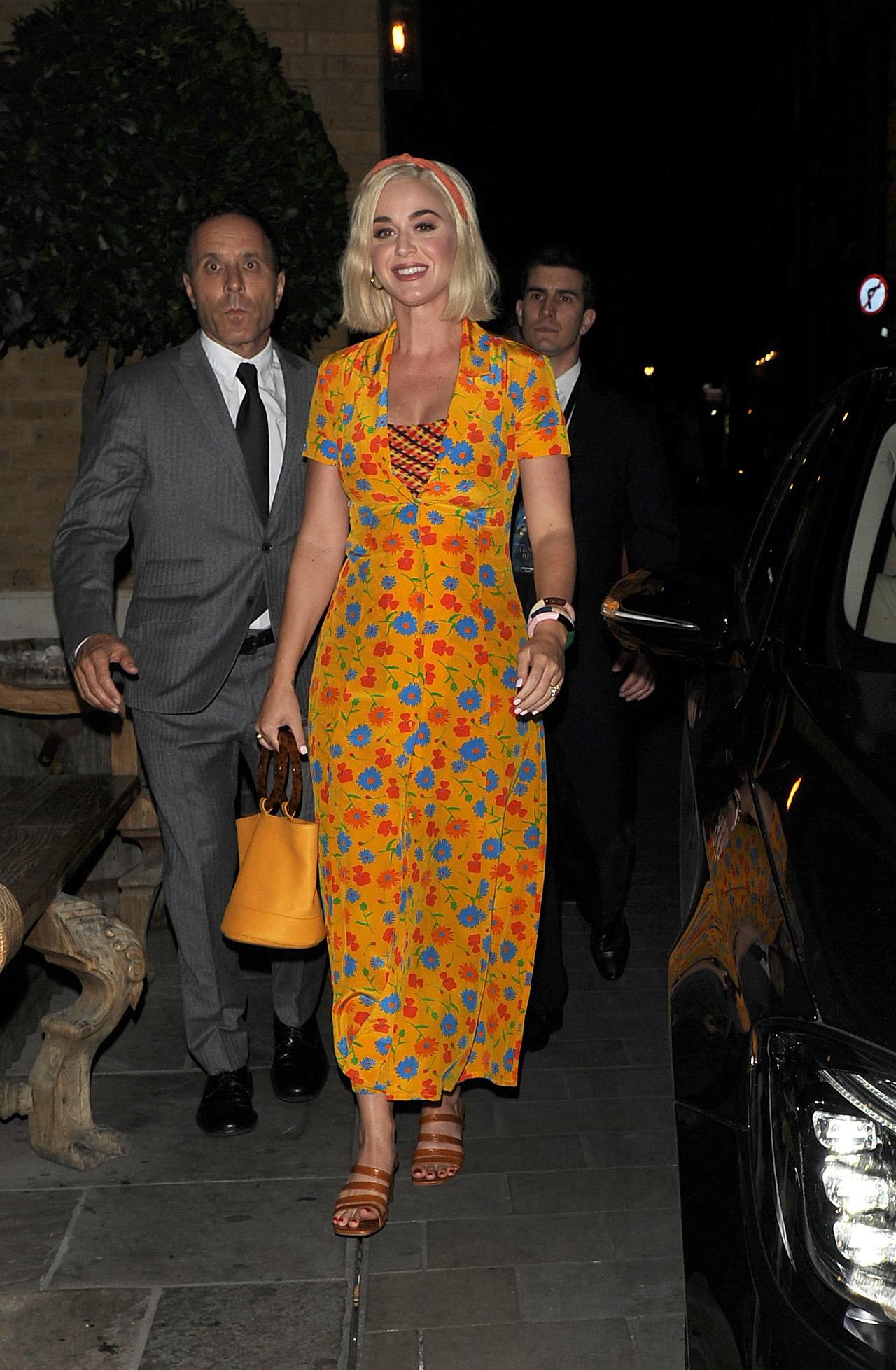 Katy Perry w kwiecistej sukience.