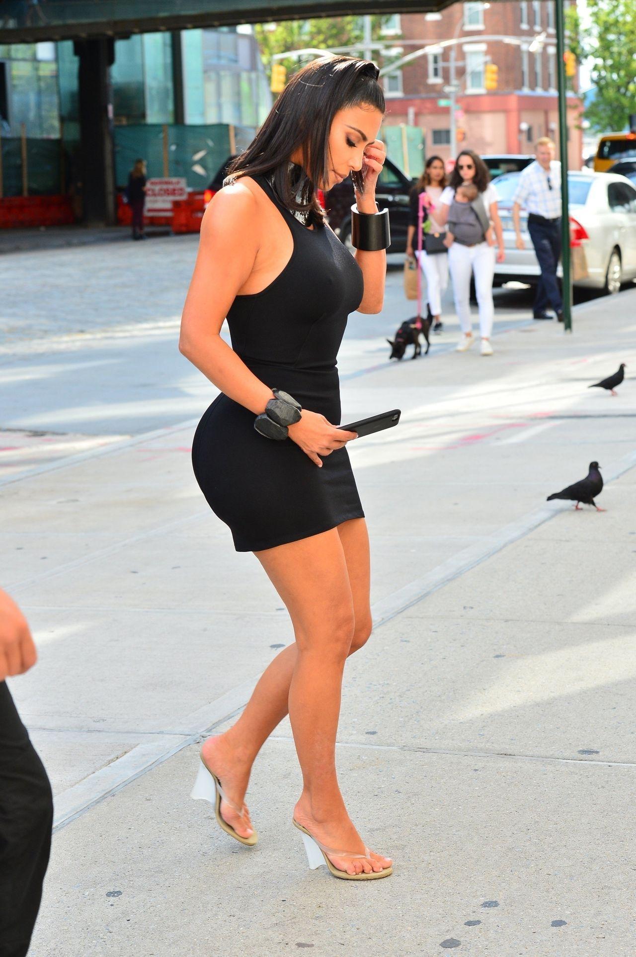 Kim Kardashian w mini na ulicach Nowego Jorku.