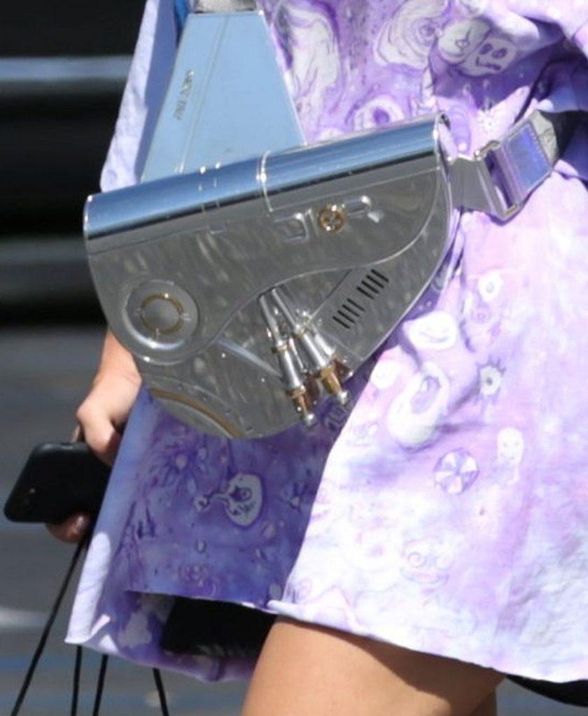 Kim Kardashian z drogą torebką