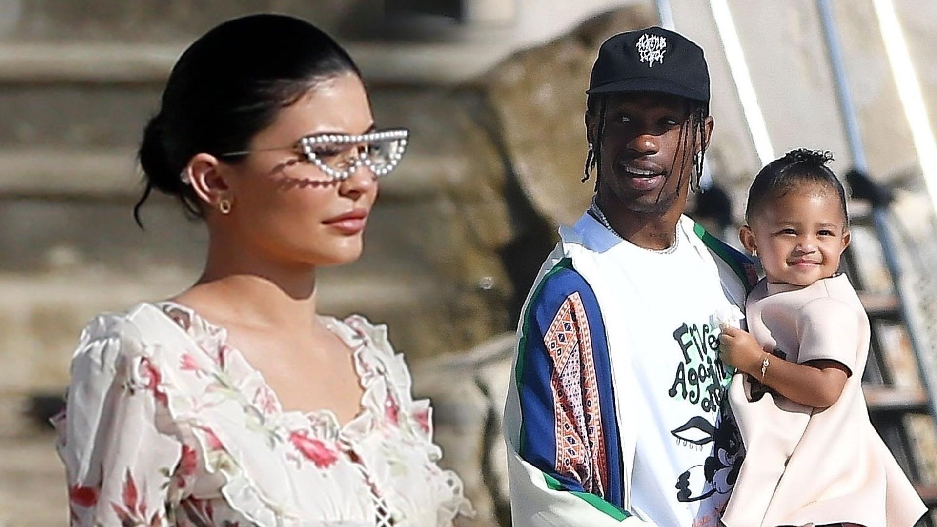 Kylie Jenner w dziewczęcej stylizacji. Travis Scott zajmuje się Stormi (ZDJĘCIA)