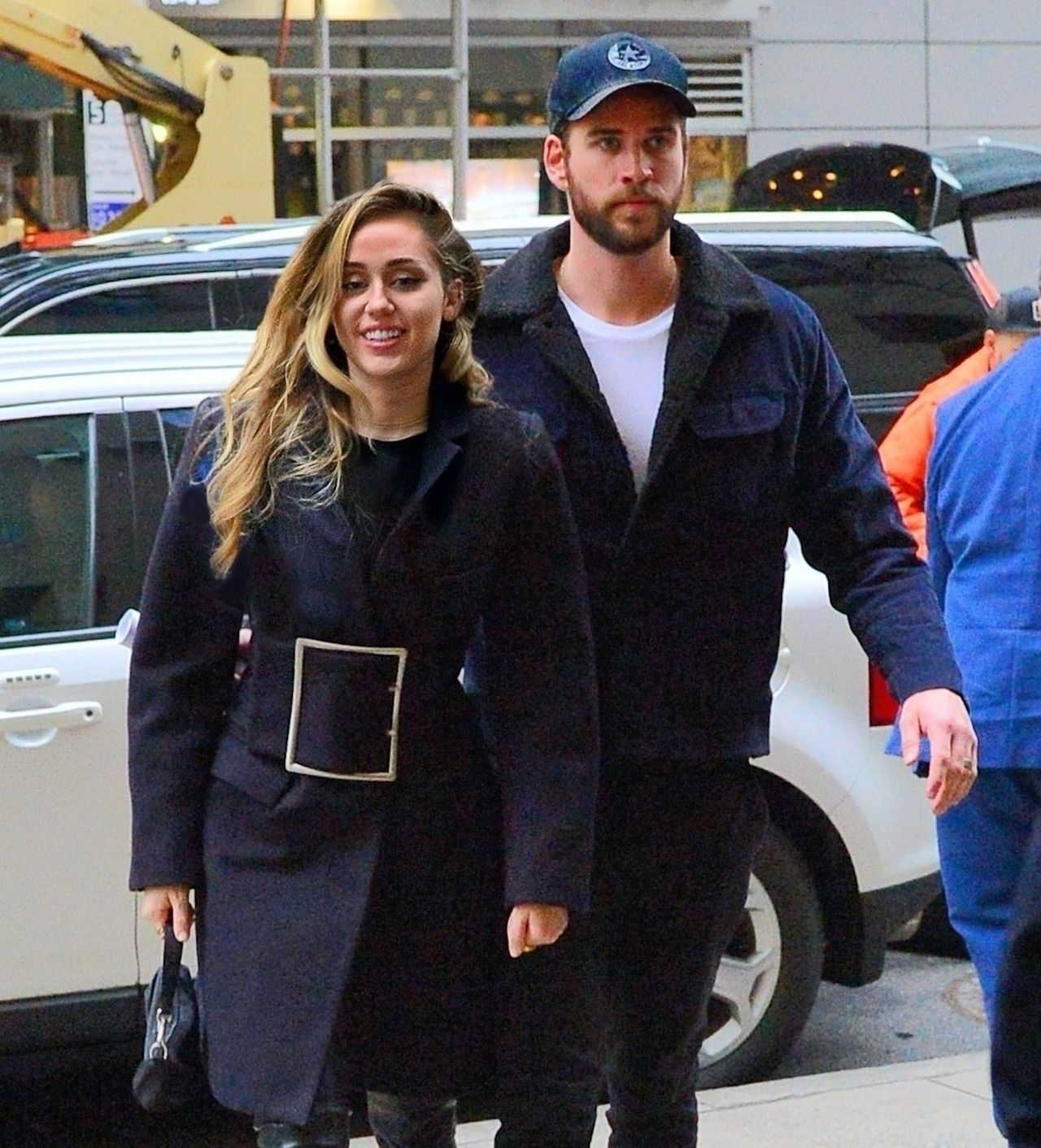 Miley Cyrus i Liam Hemsworth przyłapani przez fotoreporterów.