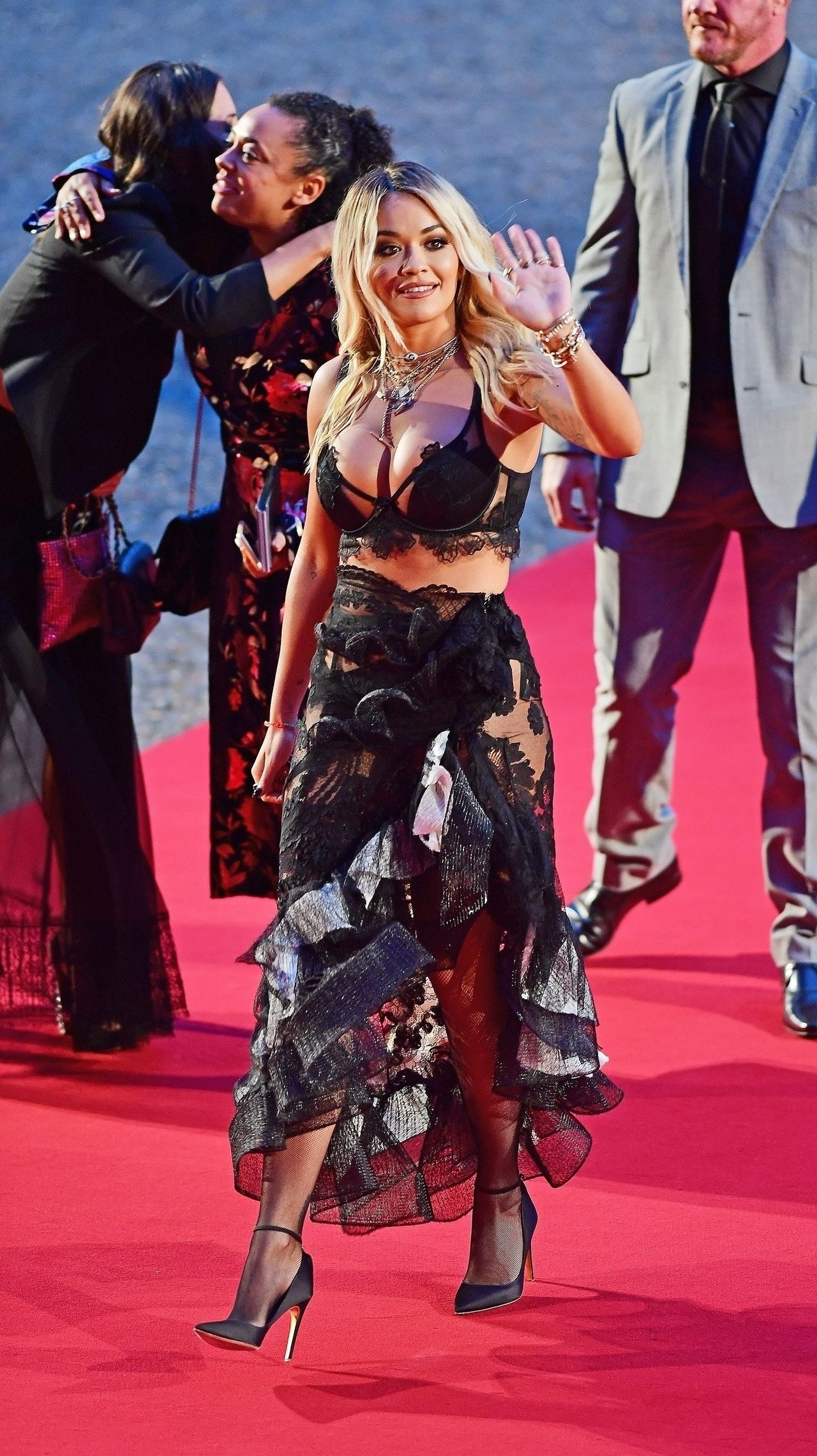 Rita Ora POMYLIŁA czerwony dywan z SYPIALNIĄ?