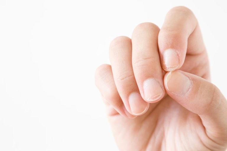 Manicure hybrydowy jest szkodliwy dla zdrowia?
