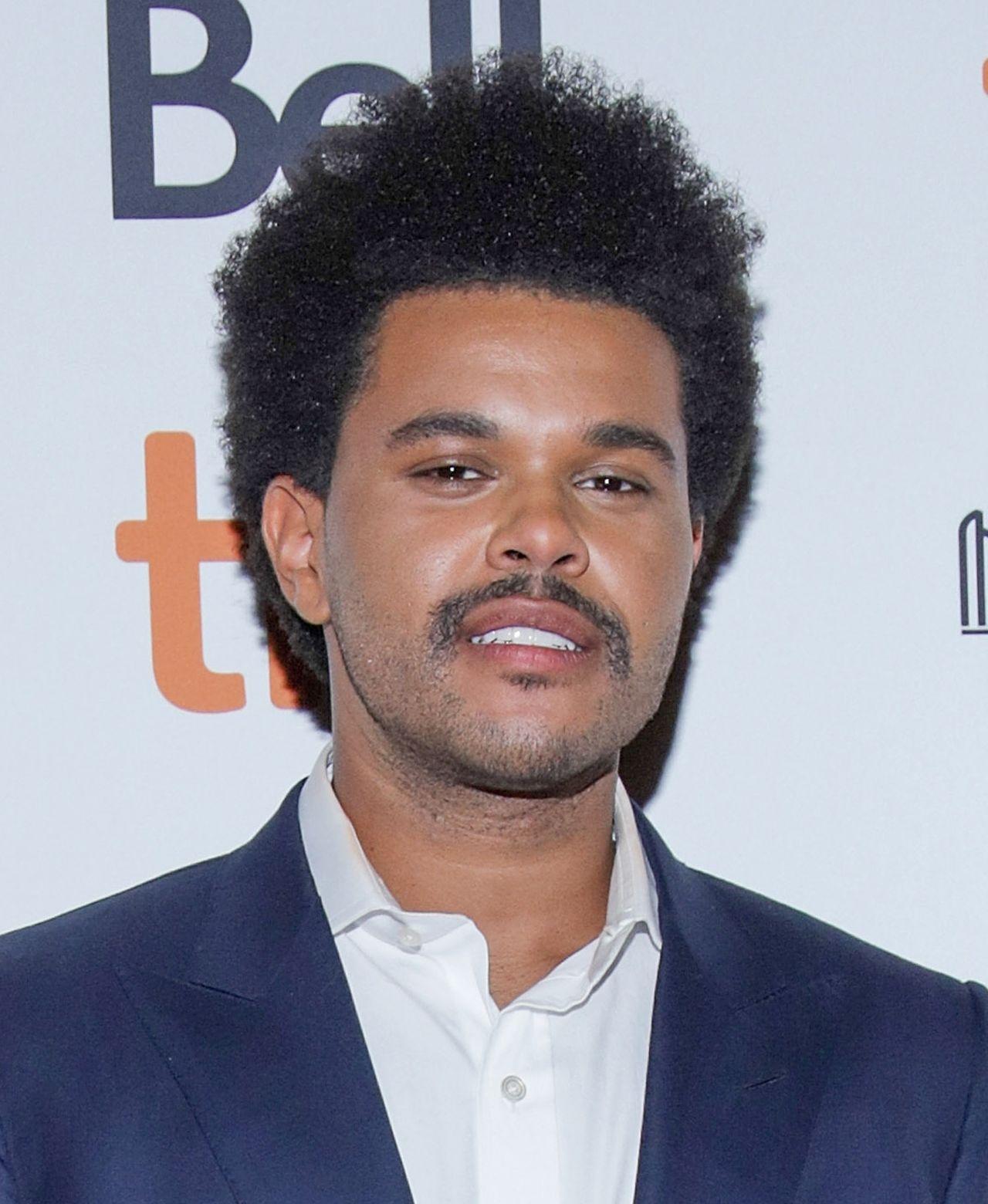 The Weeknd na ściance.