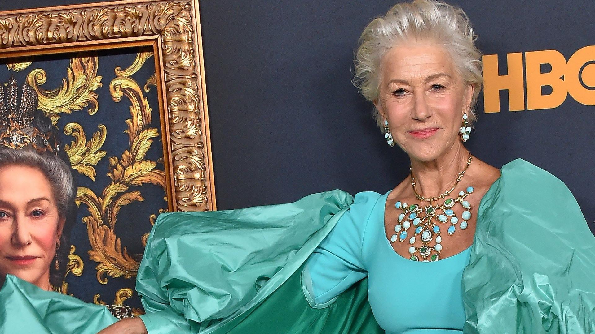 74-letnia Helen Mirren i jej BOSKA figura w turkusowej kreacji – gwiazda na premierze filmu o Katarzynie Wielkiej