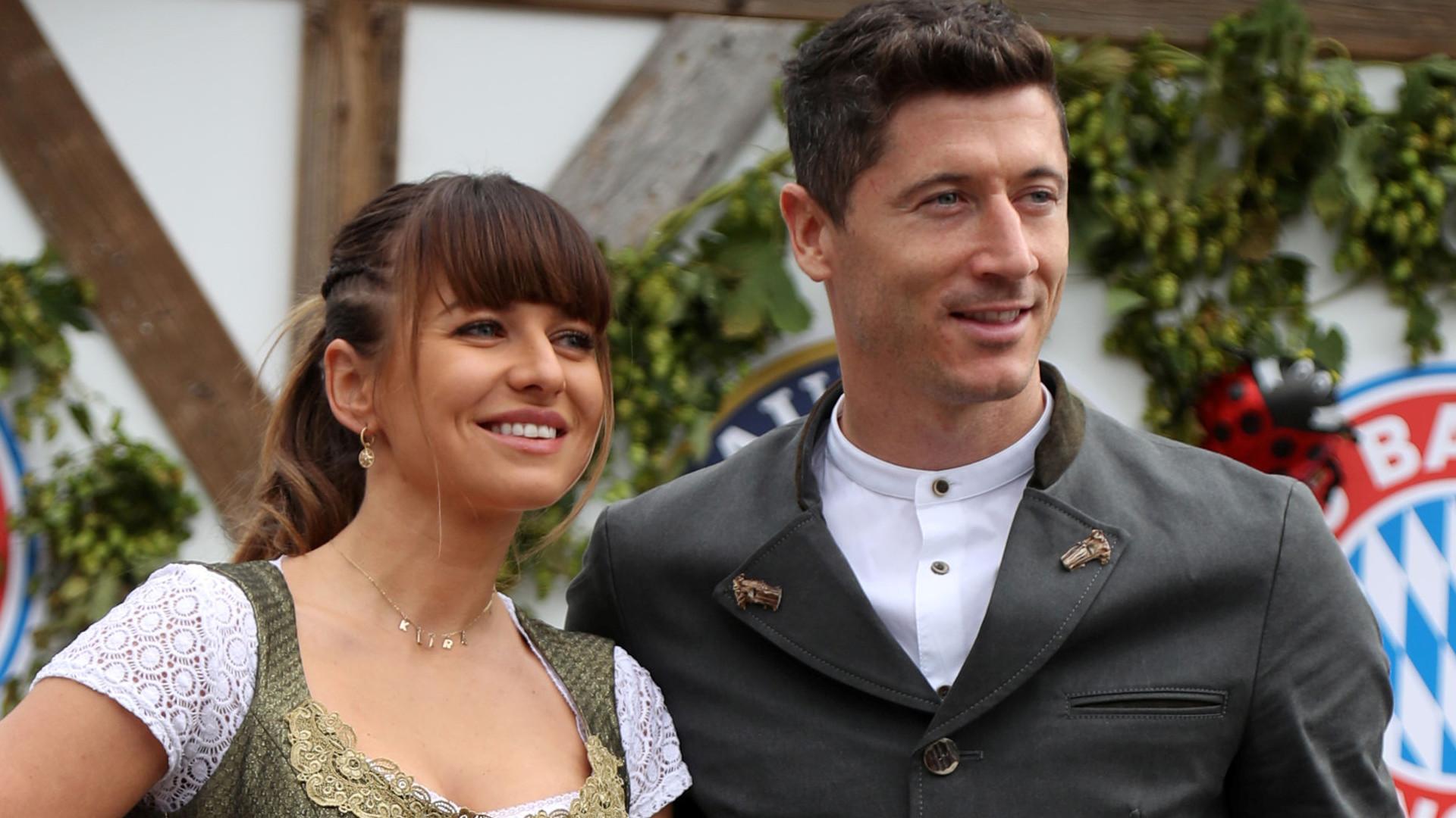 Anna i Robert Lewandowscy na Oktoberfest – tym razem uwagę przyciągnął strój piłkarza! (ZDJĘCIA)