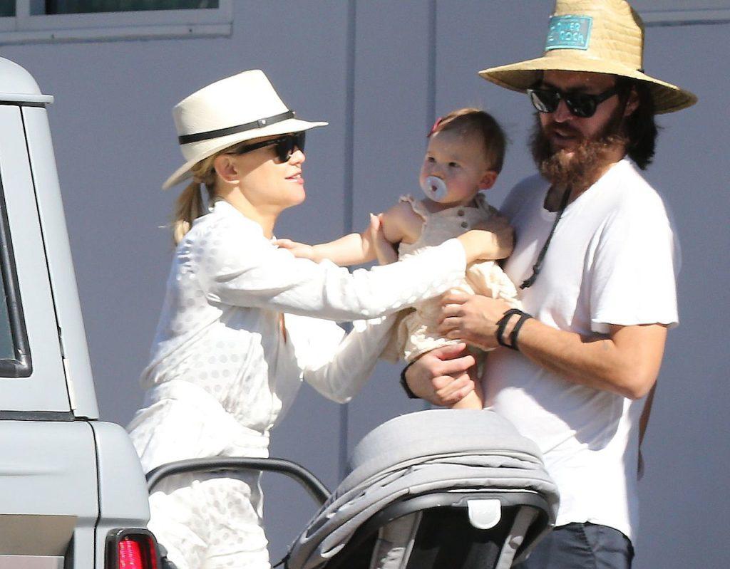 Kate Hudson z córeczką i partnerem