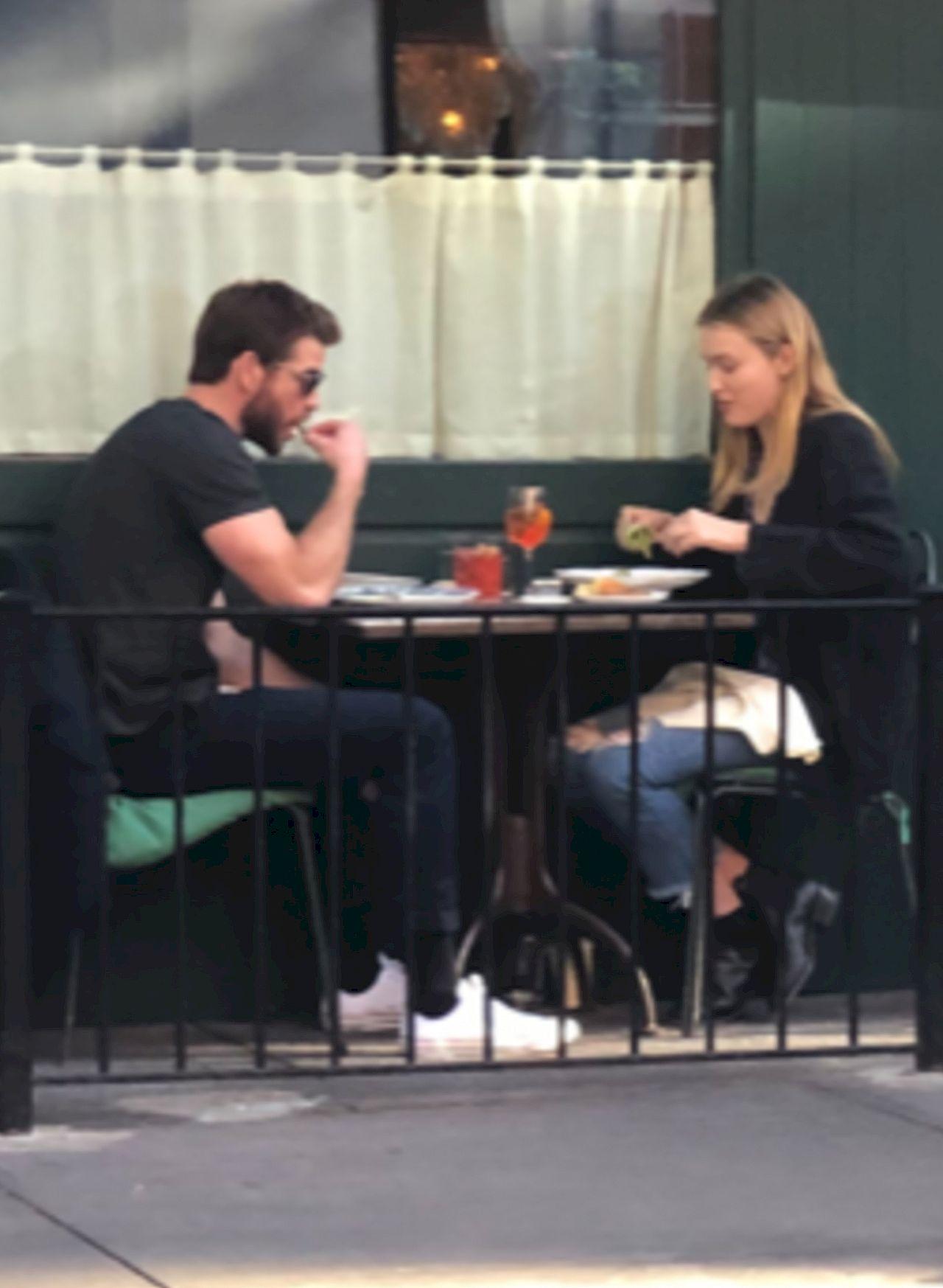 Liam Hemsworth i Maddison Brown