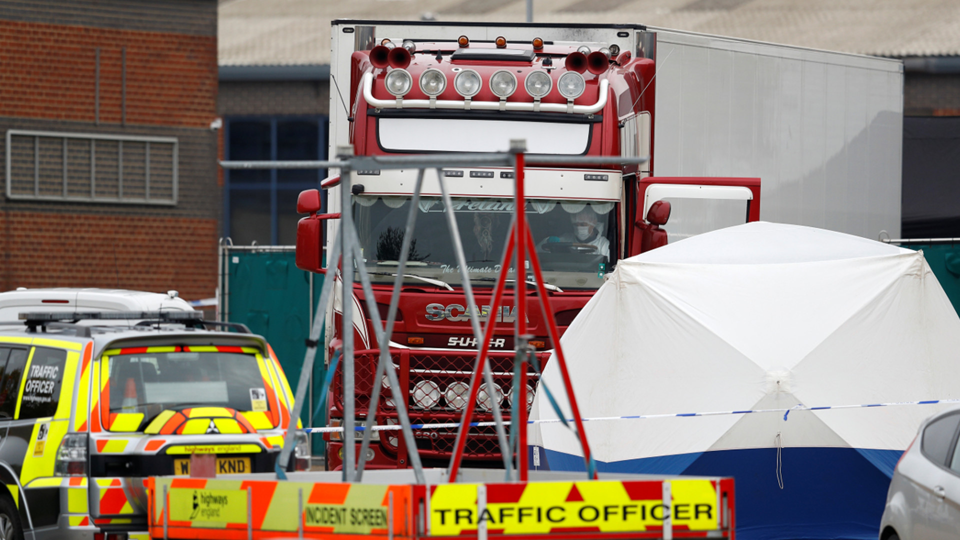 Makabryczne odkrycie w Wielkiej Brytanii. W kontenerze ciężarówki znaleziono ciała 39 osób