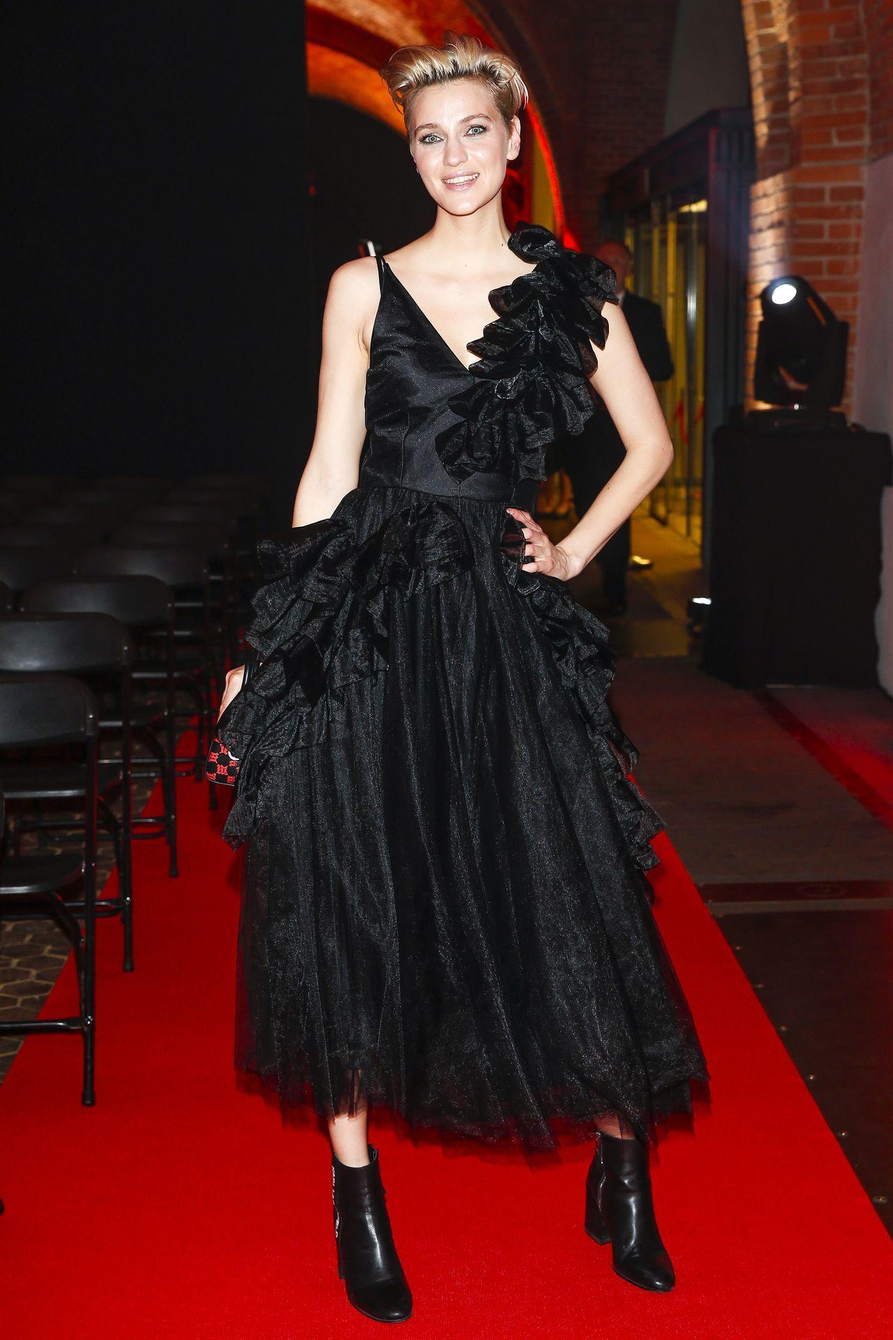 Styl Renaty Kaczoruk – zwiewne suknie i gorrrące mini