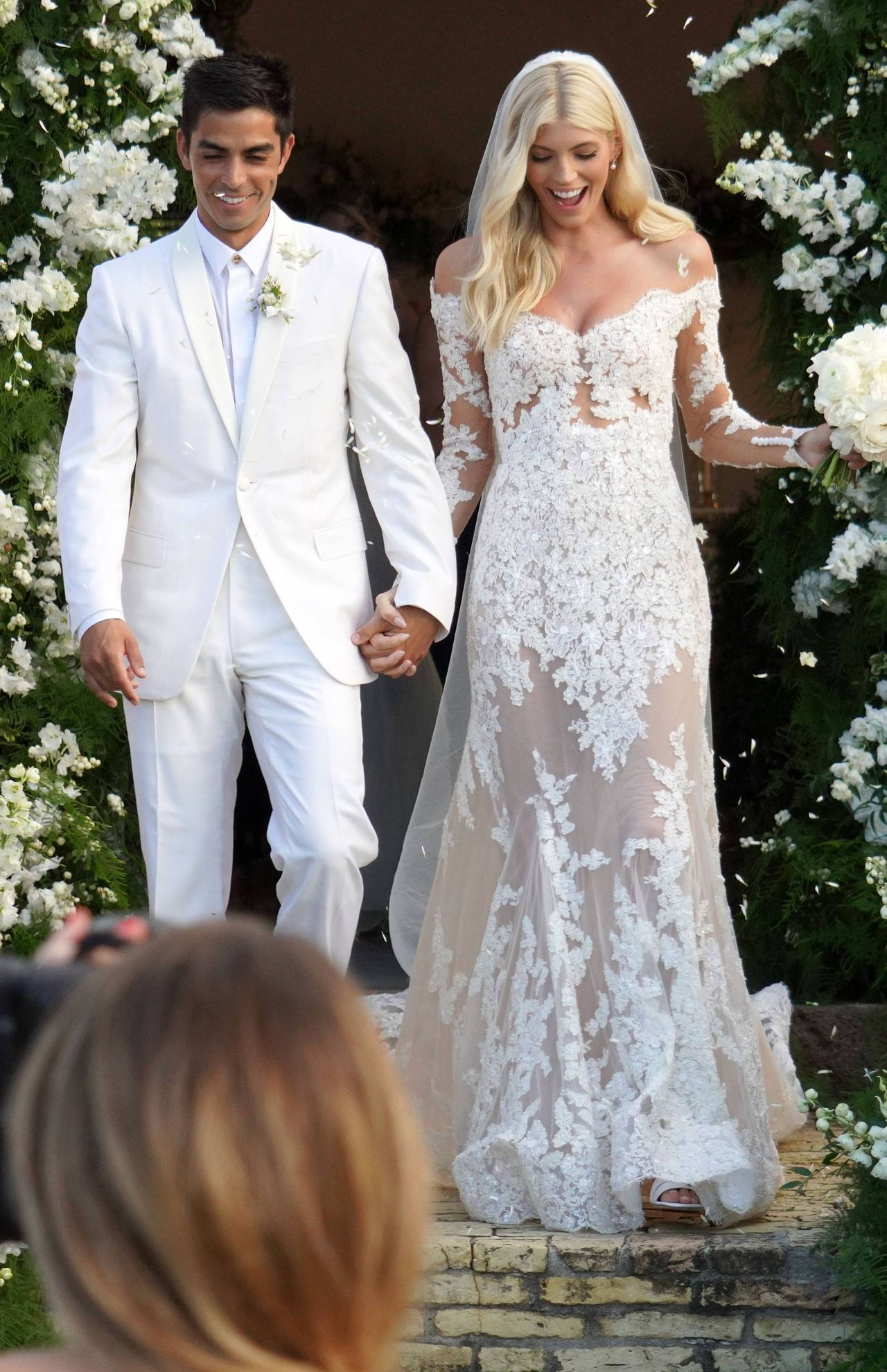 Aniołek Victoria's Secret, Devon Windsor, wyszła za mąż – wyglądała BOSKO w sukni z koronki