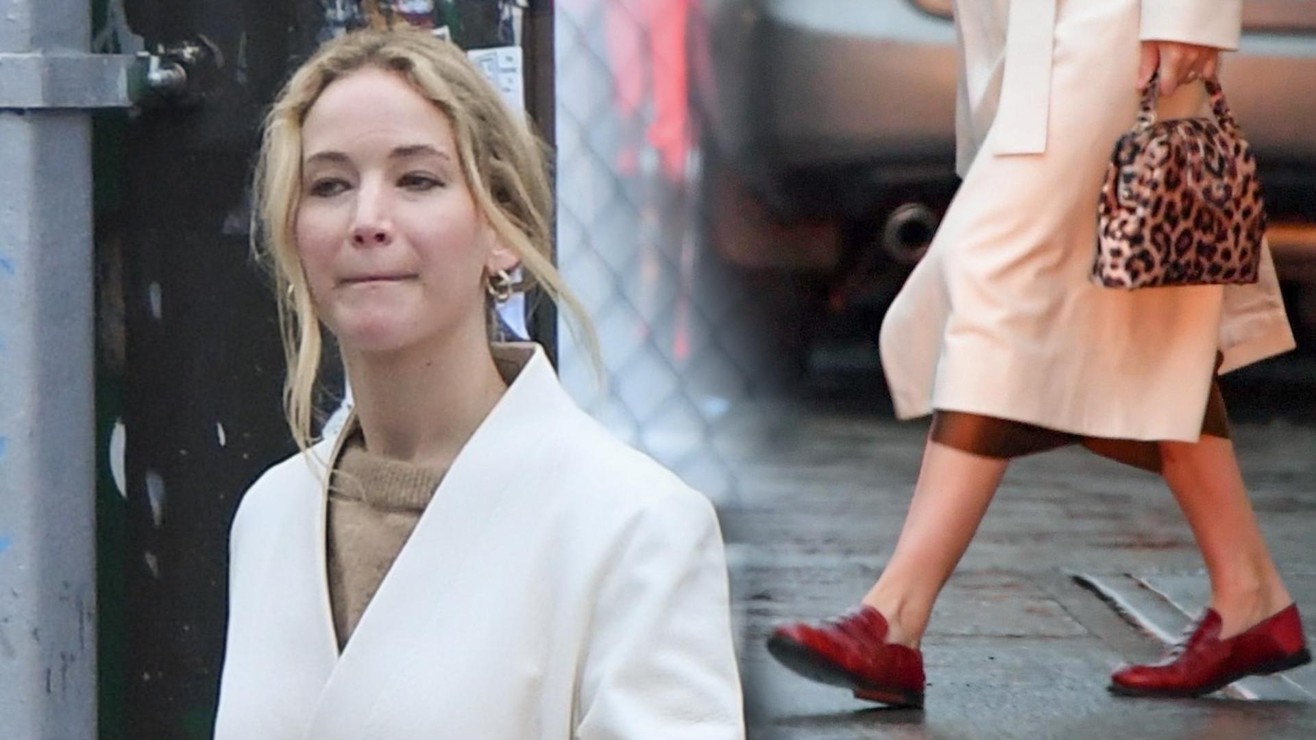 Świeżo upieczona żona – Jennifer Lawrence na zakupach z mężem. Pokazała obrączkę (ZDJĘCIA)