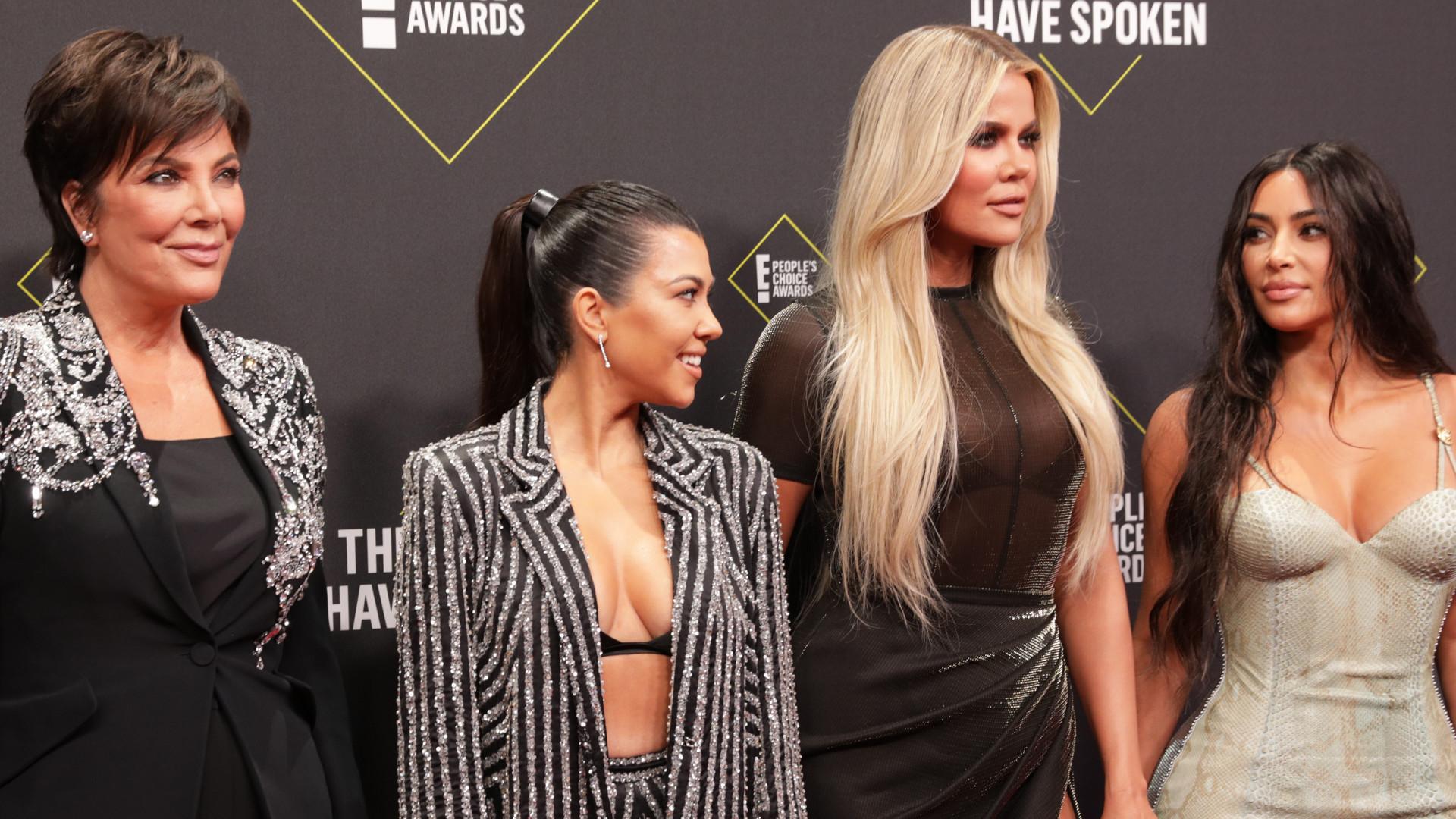 Siostry Kardashian razem na ściance – Khloe w najlepszej stylizacji! (ZDJĘCIA)