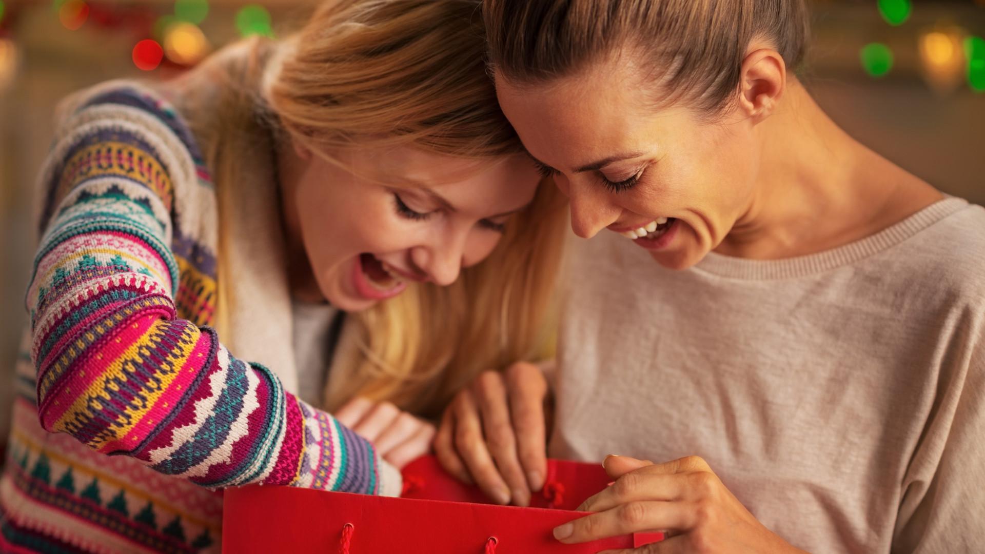 Idealny prezent dla przyjaciółki? Wybrałyśmy najładniejsze naszyjniki-celebrytki!