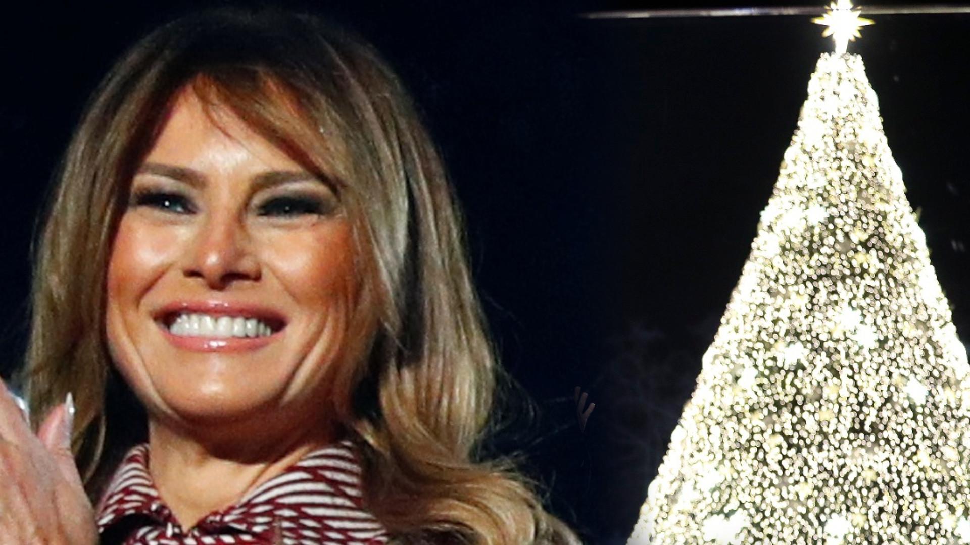 Trumpowie zapalili narodową CHOINKĘ przed Białym Domem. Wszyscy zachwycili się płaszczem Melanii (ZDJĘCIA)