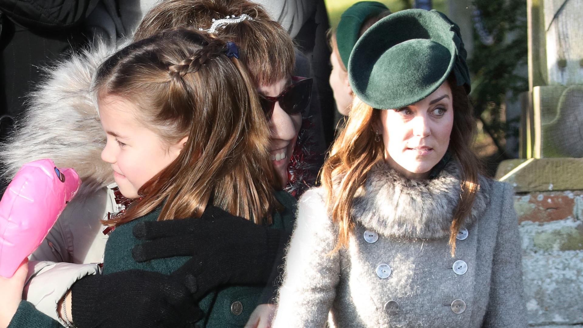 Charlotte w zielonym płaszczyku i elegancki George po raz pierwszy z rodzicami w kościele na Boże Narodzenie (ZDJĘCIA)
