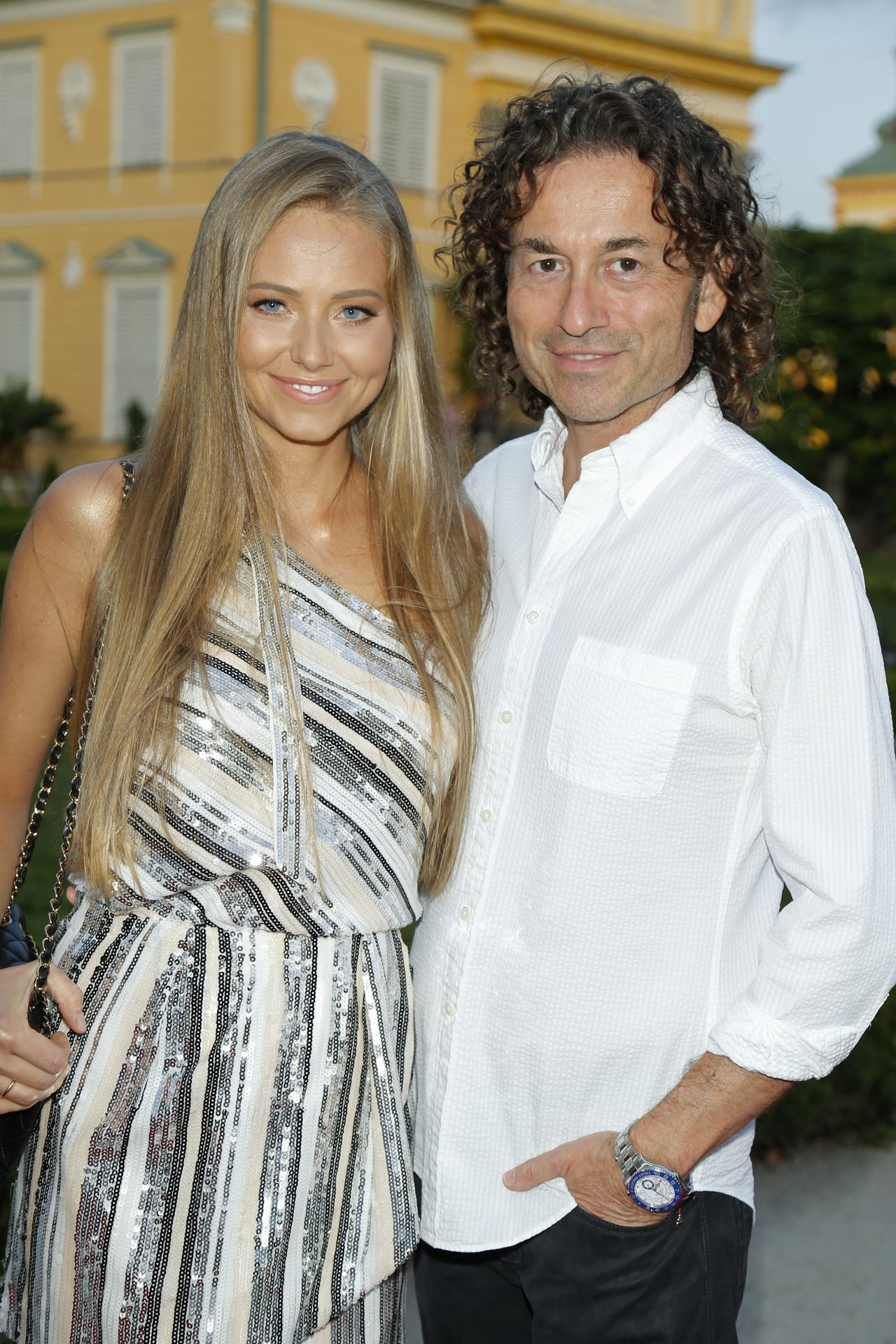 Opalona Agata Rubik z mężem Piotrem na imprezie branżowej.