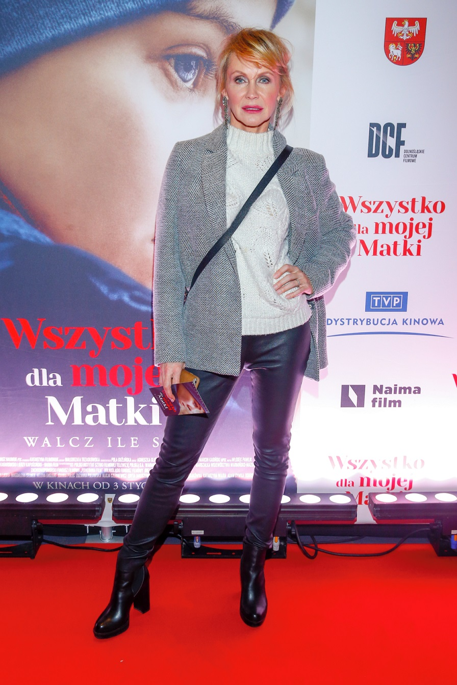 Julia Wieniawa w GARNITURZE, niestarzejąca się Beata Ścibakówna i Katarzyna Wajda pozują na ściance