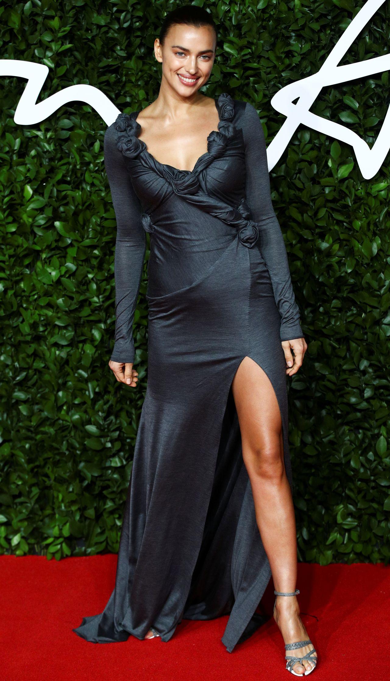 Seksowna Nicole Scherzinger, niecodzienny makijaż Rity Ory, Rihanna w mini – kreacje gwiazd na Fashion Awards (ZDJĘCIA)