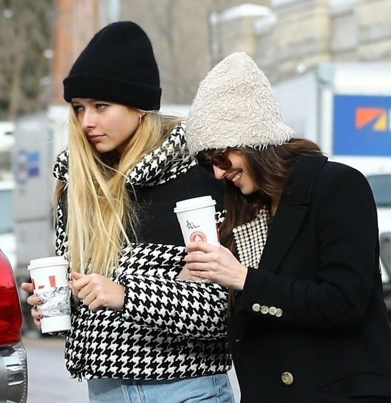 Dakota Johnson z 15-letnią córką swego chłopaka, Chrisa Martina i Gwyneth Paltrow – będzie jej macoszką? (ZDJĘCIA)