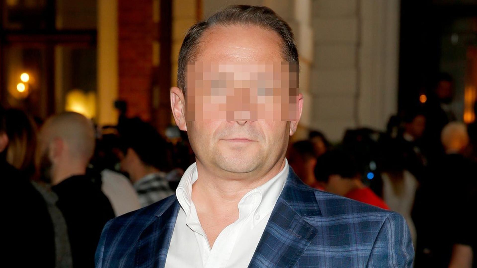 Znany dziennikarz, który pracował w TVN został zatrzymany przez policję. Oskarżono go o podrobienie podpisu!