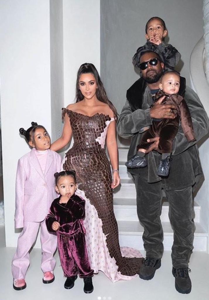 Kim Kardashian z Kanye Westem i dziećmi