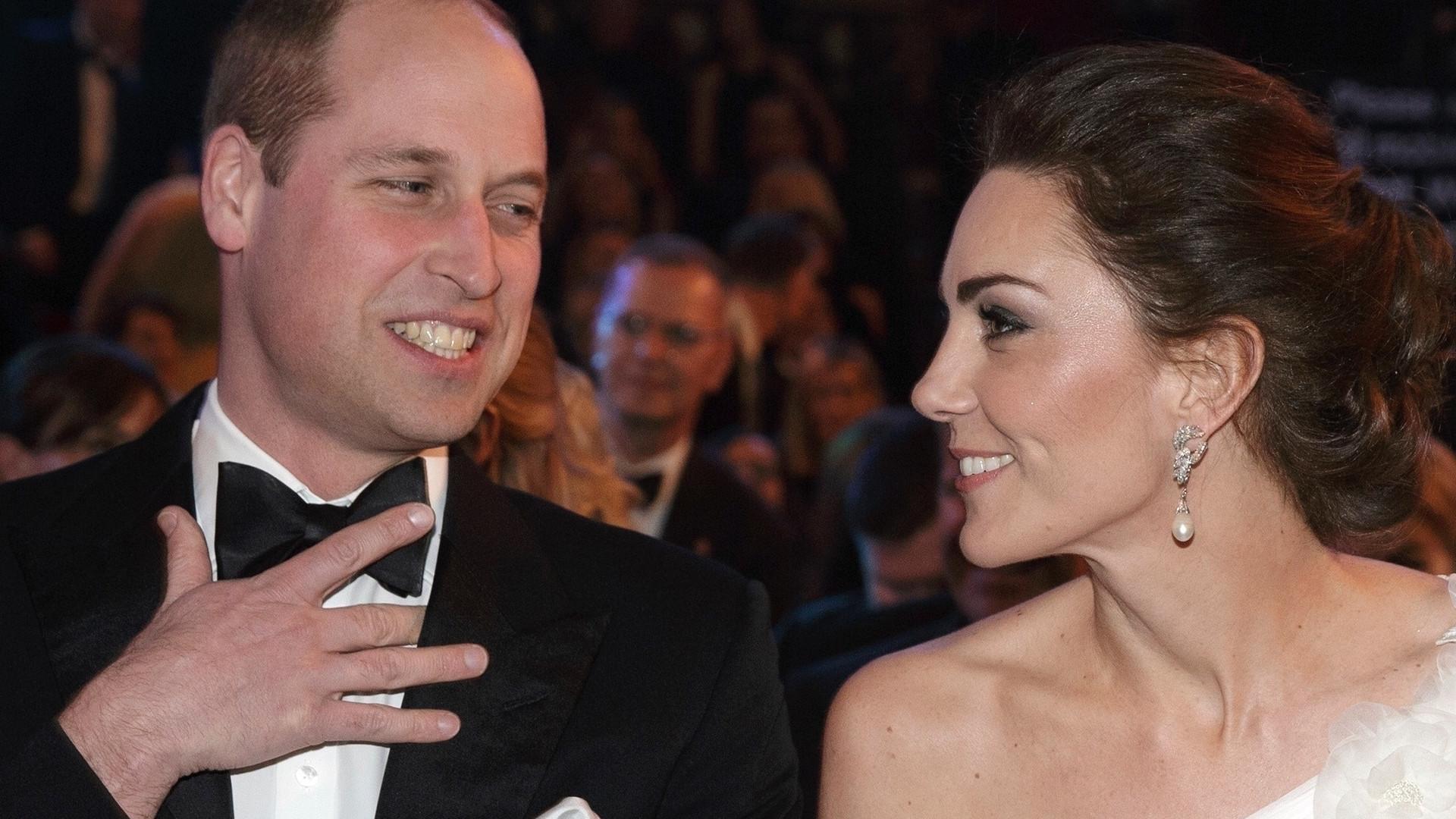 Książę William już podarował księżnej Kate PREZENT na święta? Miała go na sobie