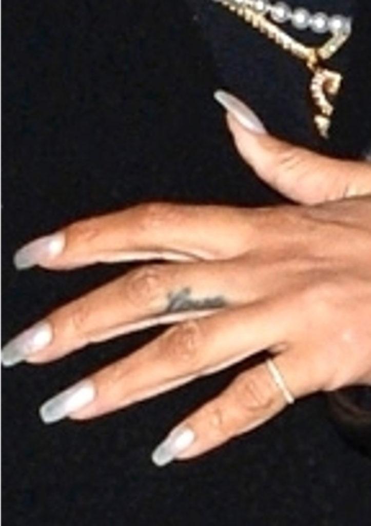 Rihanna paznokcie
