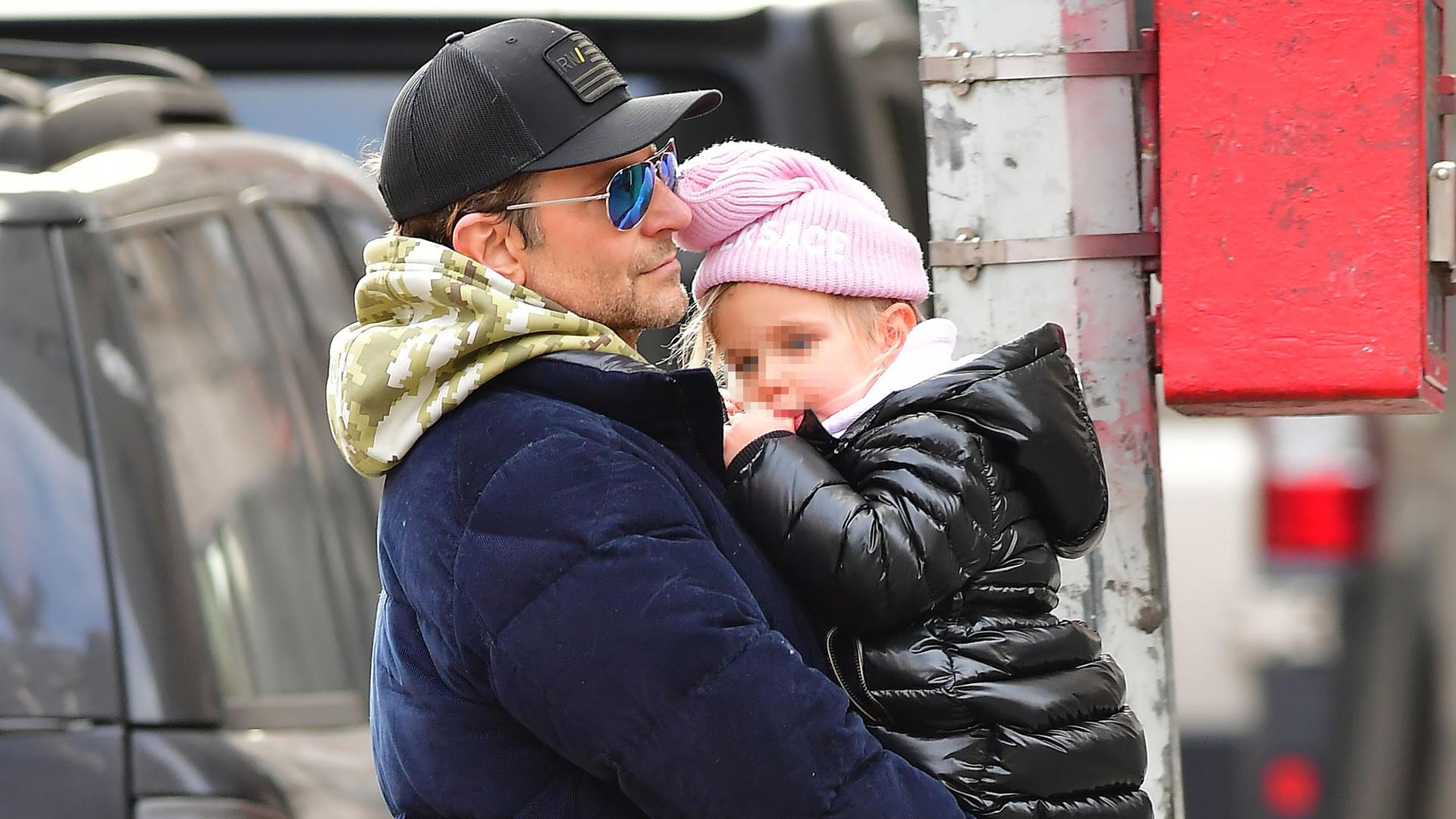 Bradley Cooper ze śliczną córeczką na ulicach Nowego Jorku (ZDJĘCIA)
