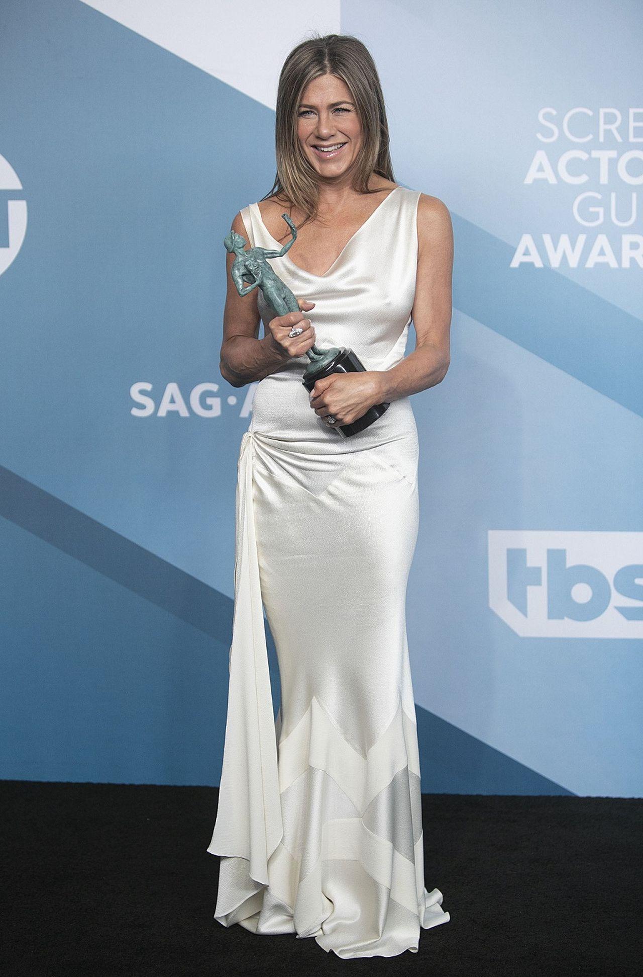 Jennifer Aniston w białej sukni