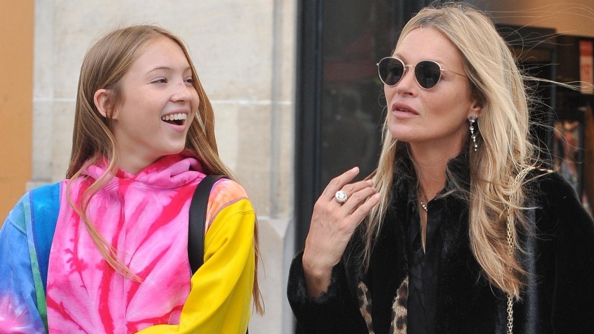 Kate Moss z córką w Paryżu – nastolatka jest po prostu PIĘKNA! (ZDJĘCIA)
