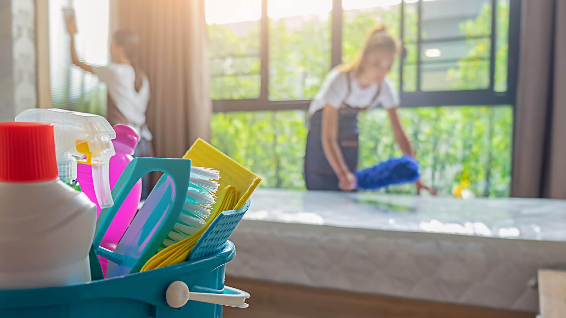 Ta kobieta nie tylko posprząta Ci mieszkanie – zrobi to kompletnie NAGO!