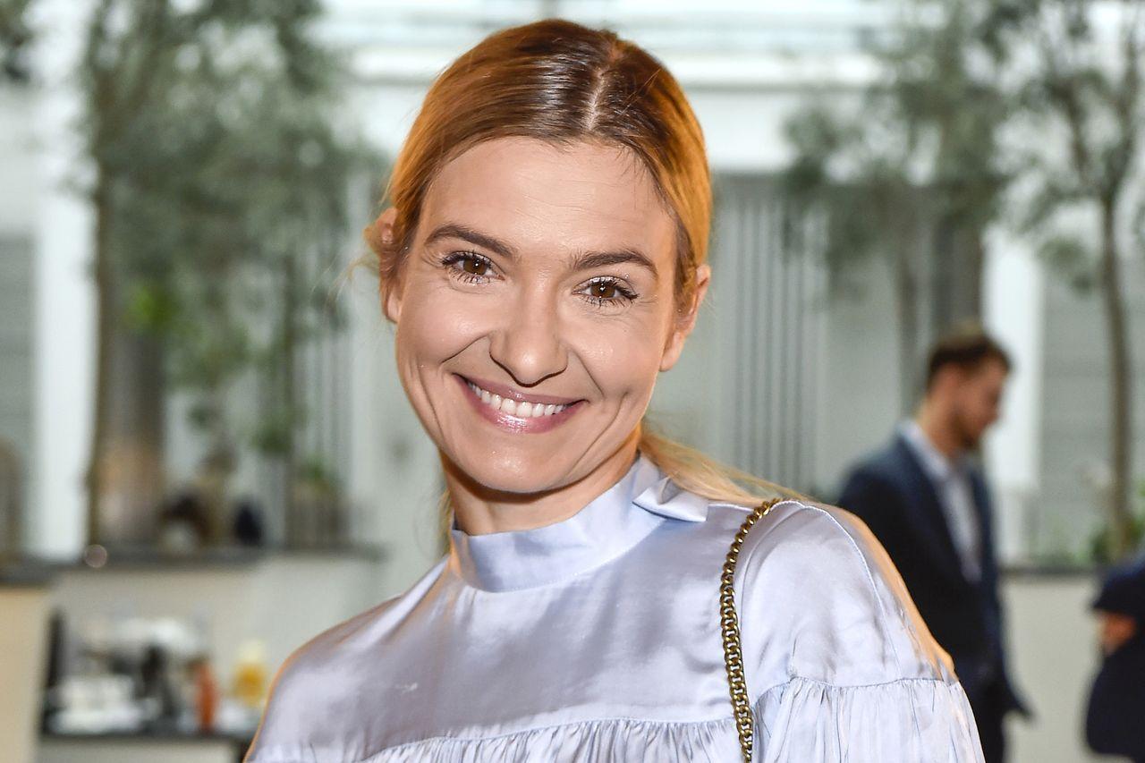 Uśmiechnięta Joanna Koroniewska na imprezie branżowej.