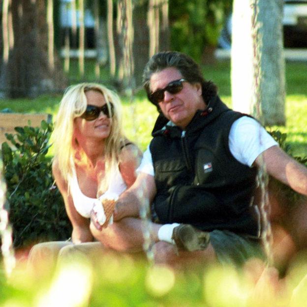 Pamela Anderson, Jon Peters/fot. Forum